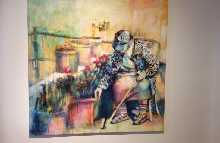 Alte Frau auf dem Balkon 1